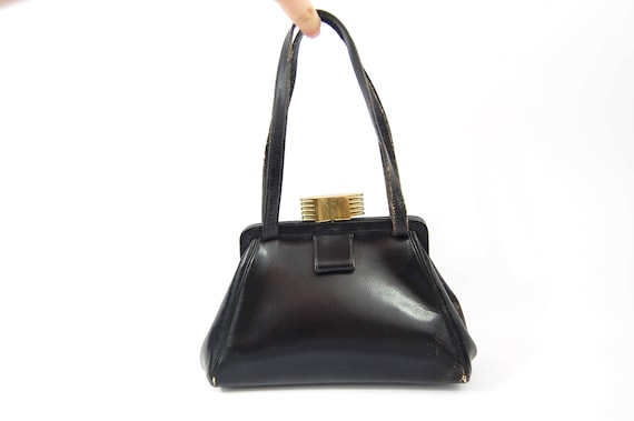 e3dc0d8ef6 40s 50s Art Deco Black Handbag   40s Black Leather Purse   Small Sized  Handbag   Late 40s Early 1950s - Locking Clasp Top Closure