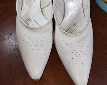 Vintage 1950s 1960s White Stiletto Heels Pumps