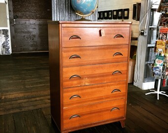 Vintage Mid Century Chest of Drawers / Dresser - LOCAL PICK UP