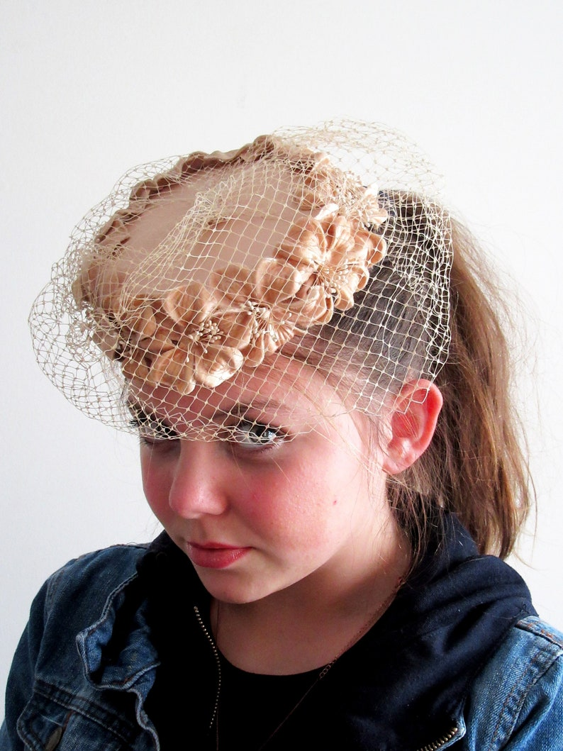 ac3f093c648ea 1950s Beige Floral Fascinator Millinery Flower Hat 1950s