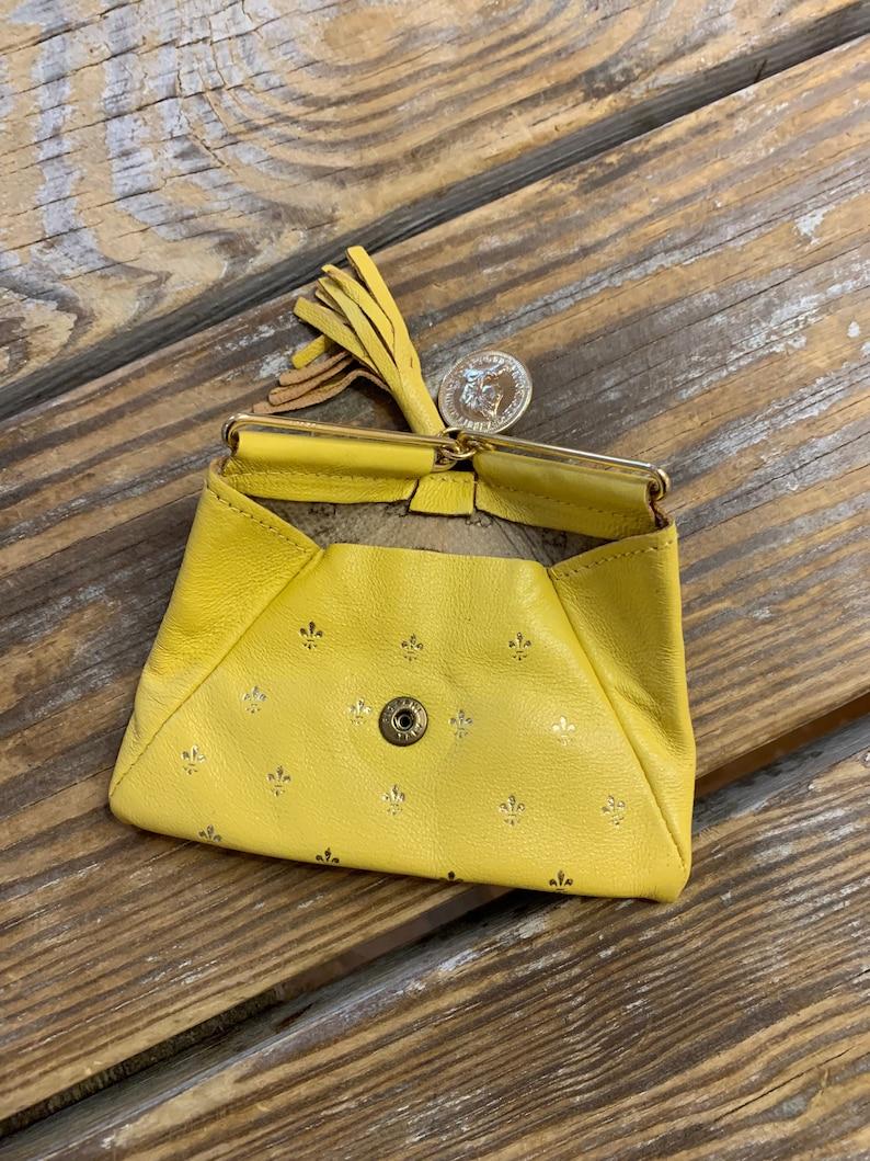 Small Vintage 80s Fleur de Lis Butterscotch Leather Change Purse Triangle Shape Tassle Dangle Faux Gold Coin Fiocchi Clasp Super Cute!