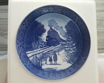 Royal Copenhagen, Denmark Going Home For Christmas 1973 Christmas Plate