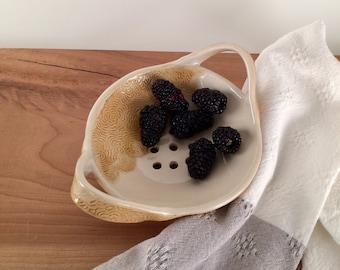 Ceramic Berry Bowl Colander