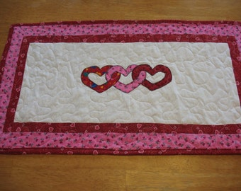Quilted Appliqued Valentine Heart Table Runner
