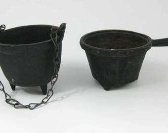 Vintage Cast Iron Mini Pot & 3 Footed Kettle Chain Handle