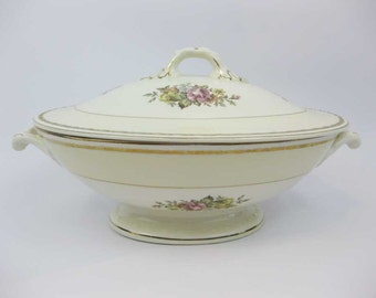 Homer Lauglin English Regency Oval Covered Vegetable Dish