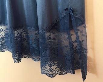 Vintage 1970s Vanity Fair Blue Nylon Lace Half Slip - xs