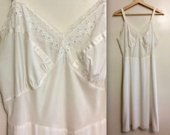 Vintage 1960s White Lace Full Slip - Seamprufe - RARE - medium 36