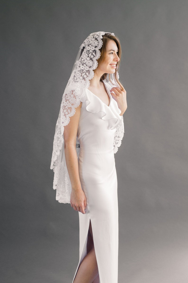 Mantilla Veil Lace Veil Bridal Veil Lace Wedding Veil image 0