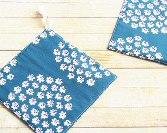 Marimekko pot holder hot pad blue white red trivet coaster mug rug Puketti cotton bake cook housewarming hostess Mother's Day gift