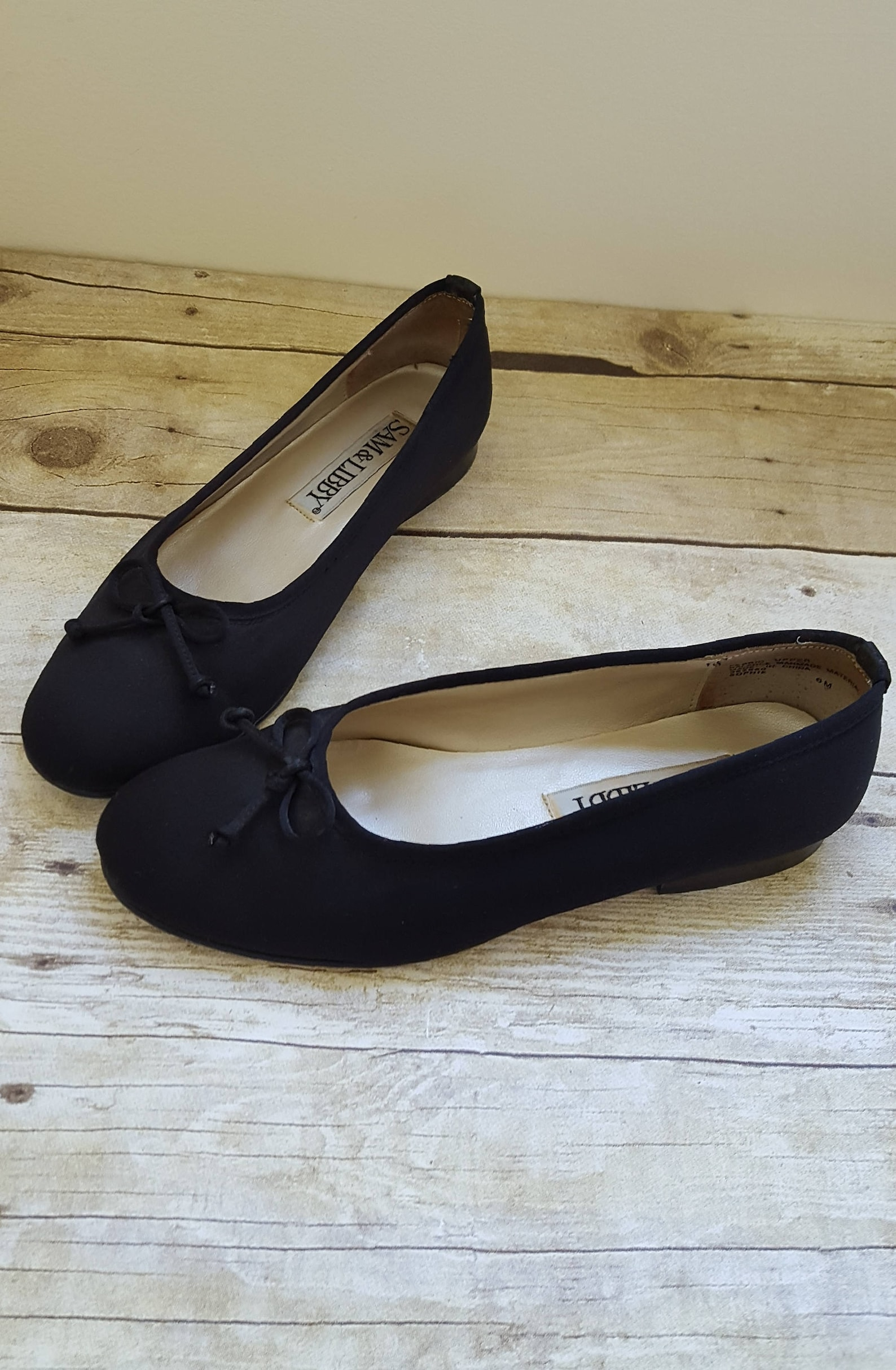 vintage sam and libby black flats, simple black slip-ons with bow detail, size 6 ballet flats, gift for her