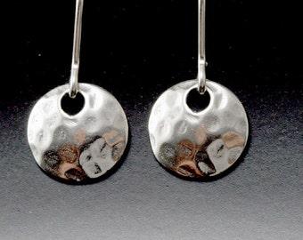 argent sterling boucles d'oreilles disque simple martelé argent petit tous les jours moderne minimal dainty argent bijoux délicats