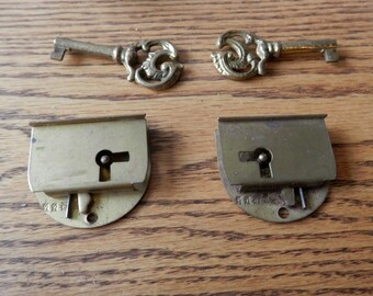 Antiques Vintage Antique Style Functional Handmade Brass Lock & Iron Pad Lock With Key