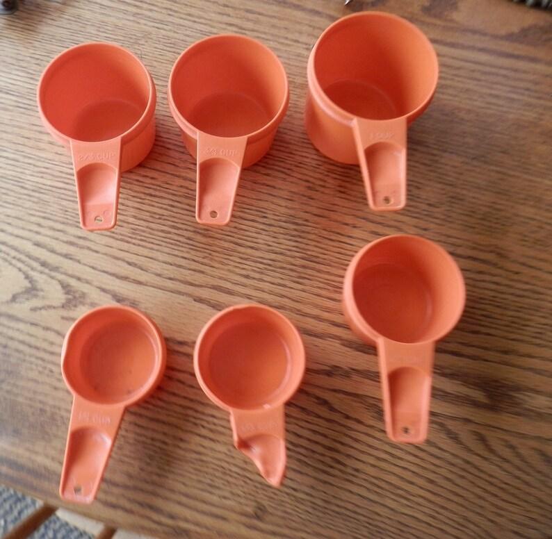 set of 6 orange tupperware measuring cups 14 23 34 1 cup vintage 12 13