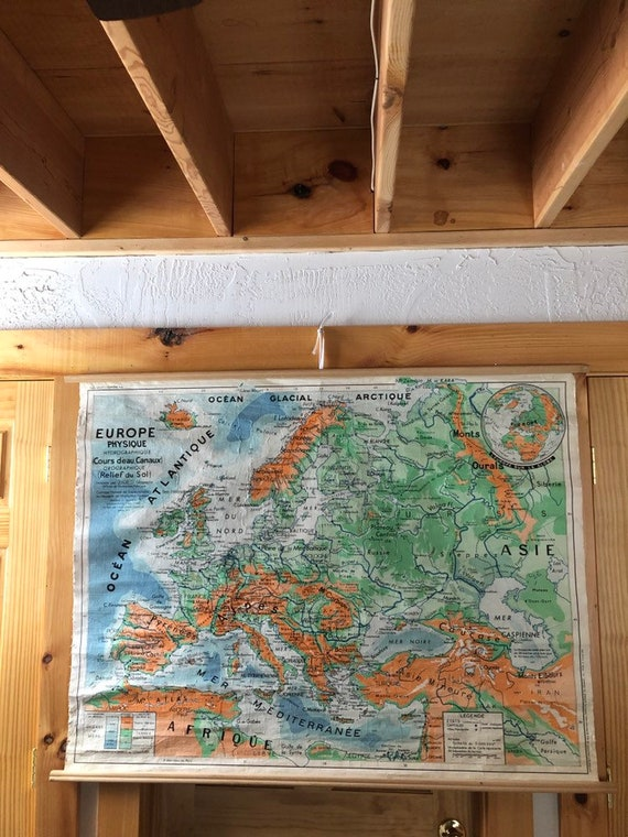 "1965 French language hanging school map of Europe on linen - 49"" x 37"""