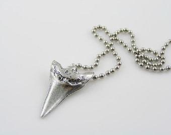 Shark Tooth Necklace, Shark Necklace, Surf Necklace, Surf Jewelry, Surf Gift, Gifts for Him, Gifts for Boyfriend, Beach Jewelry, N1948