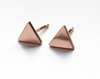Petit Triangle Stud boucles d'oreilles rose 14K or trempé