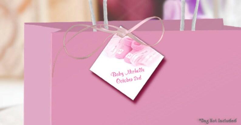 677749f69620a Étiquettes à cadeaux chaussons bébé fille personnalisé avec