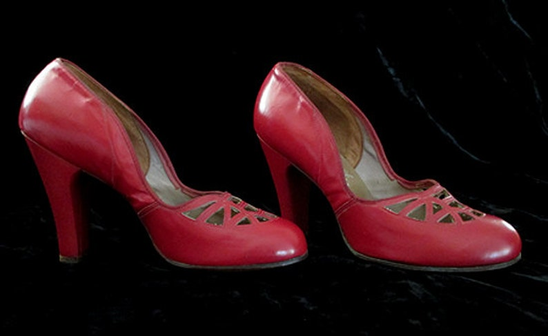 bf51f332a67 Awesome 1940's red Baby Doll Pumps vintage high heels pinup girl rockabilly  Hollywood Glamor size 7 & 1/2 Med US