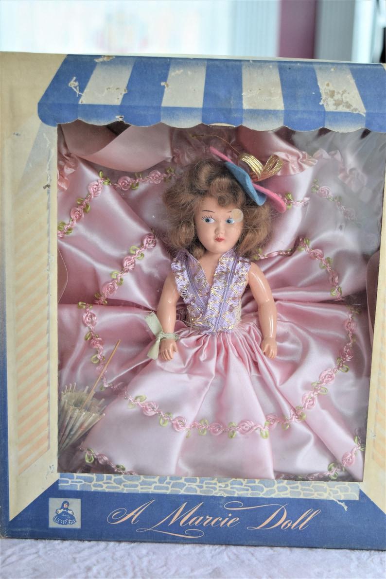 e7d43ff40cc Vintage poupée MARCIE rose robe de Satin Rosette garniture