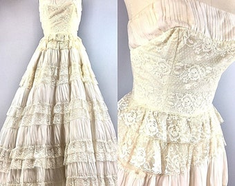 6d612cba11 Vintage 50s Dress Bridal Wedding Princess Cupcake Ball Gown Lace Ruffles  Tiered 32 Bust