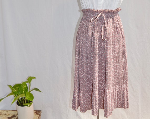 Lovely Japanese Vintage Peasant Skirt in Soft Mauve Mini Floral - Elastic Waist with Ties - Stretch to Fit: XS, SM, MED