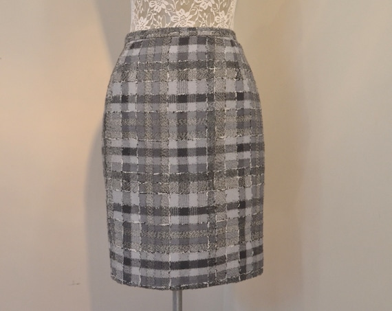 "Stunning Mini Pencil Skirt by Katie Davenport in Slate Grey Plaid Tweed - Fully Lined - 90's Designer Quality - Small, 26"" Waist"