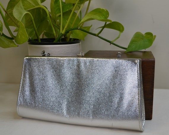 MOD 60's Silver Glam Clutch Purse - Small Shiny Metallic Purse with Silver Chain & Hardware.