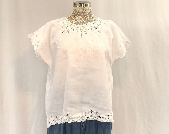 Vintage Crisp White 100% Linen & Battenburg Lace Embroidered Summer Blouse - RARE Timeless Classic - Like New - Medium, Large