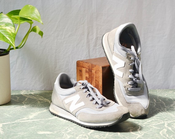 90's Basic Light Grey New Balance - Very Good Condition - Women's 8 -