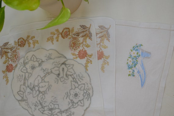 Huge Lot Assorted Vintage Linens - Each One Adorable - Excellent Condition - Placemats, Runners, Serviettes, Doilies, Etc..