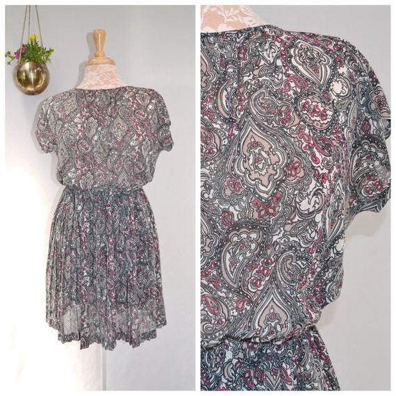 Delicate Japanese Vintage - Paisley Sheer Chiffon in Soft Grey Tones - Made in Japan by Sawaki Tokyo - Small