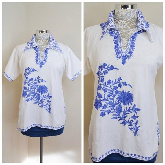 Gorgeous Indigo Crewel Embroidered Crisp White Cotton Short Sleeve Tunic - Vintage Ethnic Boho - Small