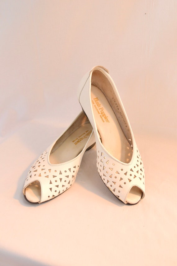 Hush Puppies!  White Leather 80's Peep Toe - Cute Low Wedge Flats - Sz 6