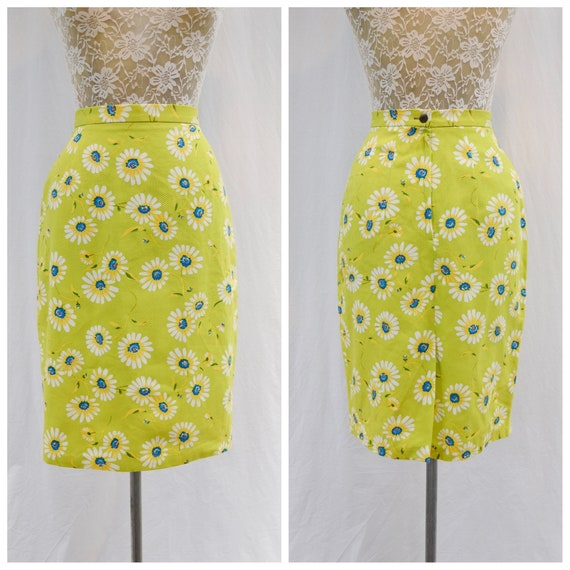 "60's MOD Skinny Pencil Skirt - Daisies on Lime Green Background - Cotton Blend, Below the Knee - Curvy Small, 24"" Waist"
