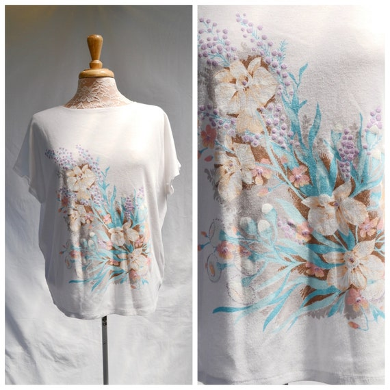 Cute 70's Soft White Crop T Shirt - Pastel Flowers Print - Soft Cotton - Sm Med