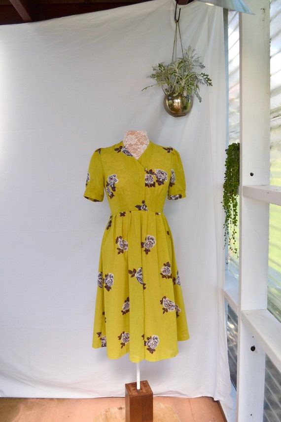 Mustard Floral Sweetheart Dress - Sheer Crepe - 1950's Day Dress Cut - Perfect Summer Wedding - Sz Sm