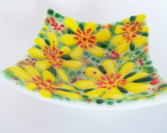 Fused Glass Art Bowl // Yellow and Red flowers on White // Summer // Garden // Flowers // Floral // Trinket // Rings // Change // Daisy