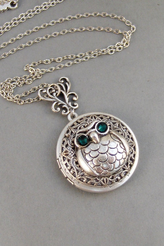 Emerald Owl,Owl,Necklace,Owl,Locket,Silver Locket,Silver Necklace,Owl,Silver,Woodland,Antique Locket. Handmade jewelry by valleygirldesigns.