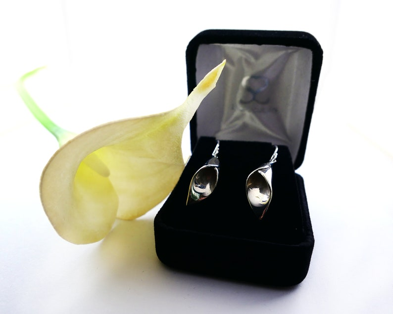 Unique Gift for Bridesmaids Maid of Honor Jewelry Bridesmaid Jewelry Sterling Silver Calla Lily Earrings Wedding Jewelry