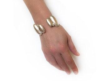 Beach Pebble Cuff Bracelet in Sterling Silver, Beach Pebble Nature Inspired Cuff, Seaside Cuff Bangle, Statement Cuff Bracelet