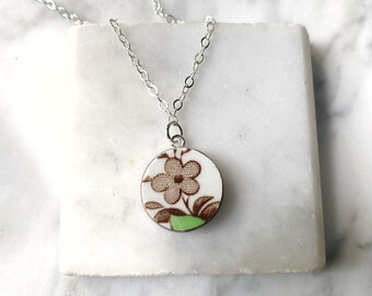 Simple modern art autumn flower broken china necklace