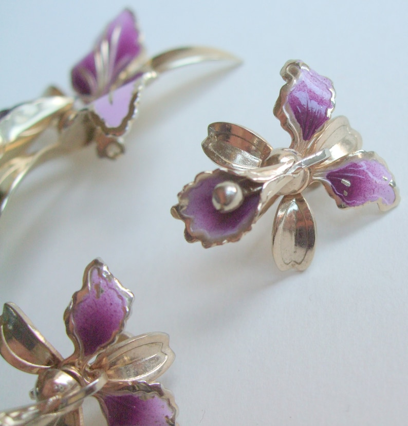1950s Vintage Purple Orchid Screw Earrings /& Brooch Pin Set Gold Tone  Mauve Flowers  Tropical  Pin Up  Painted Jewellery  Jewelry