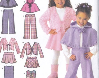 Simplicity 8428 Child/'s Poncho in Two Lengths Sizes: Small 3-8 Large NEW!