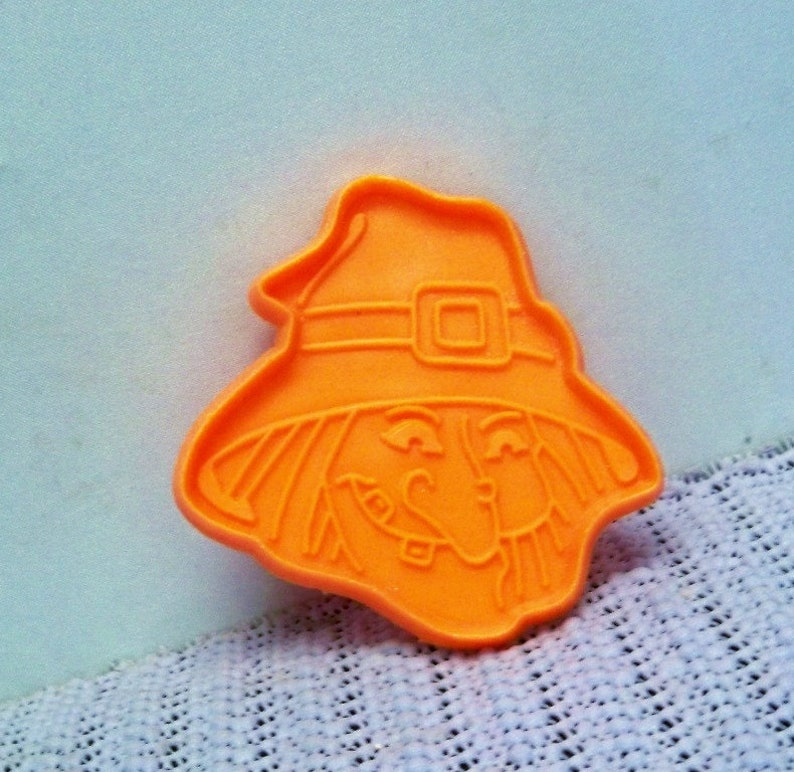 Vintage Witches Head Cookie Cutter ~ 2 34 Inch By 2 34 Inch Cut Out ~ China Cookie Mold ~ Detailed Facial Features ~ Mint