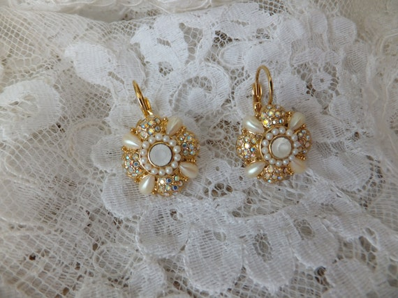 Vintage Joan Rivers Gold Tone Pearl Crystal Flower