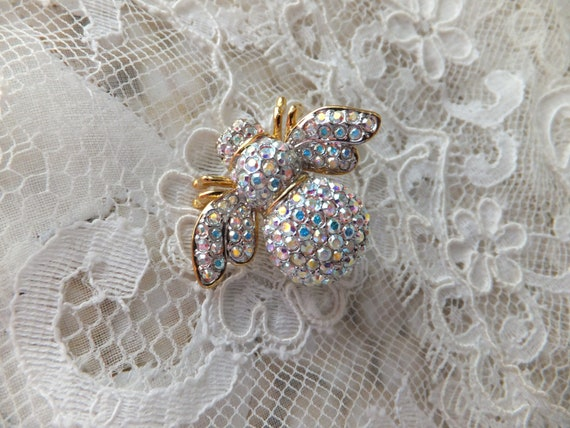 Vintage Joan Rivers WINNER Bee Brooch Gold Tone AB