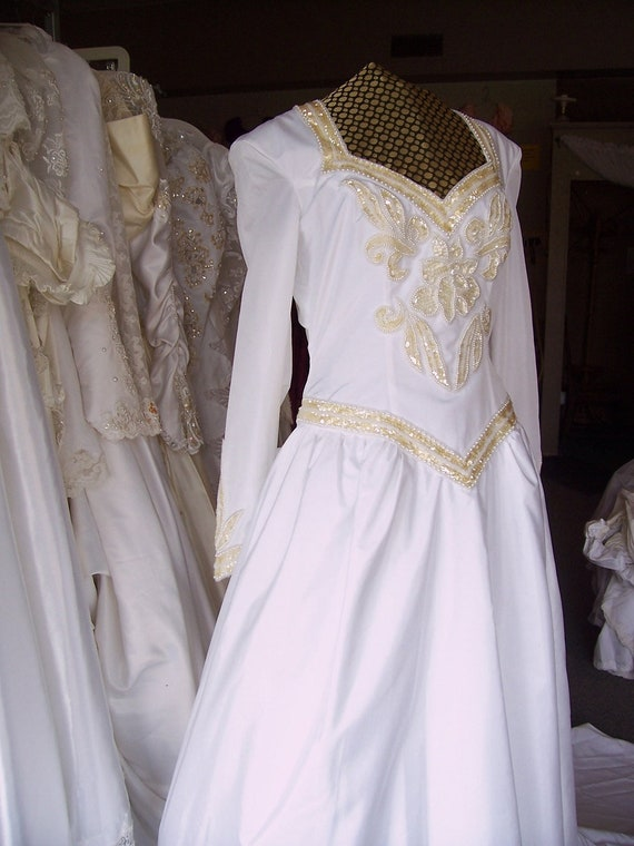 Vintage Medieval style Wedding Dress with Crinolin