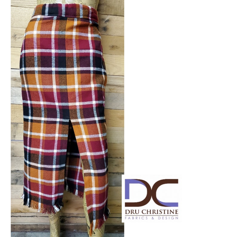 Plaid pencil skirt with pockets and fringe detail