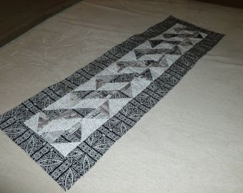 Twists and Turns Table Runner